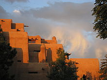 220px-Adobe_in_Santa_Fe_at_the_Plaza_-_Hotel_Inn_and_Spa_at_Loretto[1]